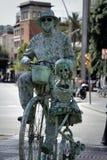 omformning av mannen in i monumentet eller populärt filmtecken Royaltyfri Fotografi