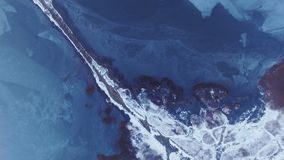 Omgekeerde mening over bevroren meer, Kuyalnik-Estuarium Odessa Ukraine stock video