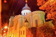 Omgestaltningkyrka i Lviv Sikt på natten Fotografering för Bildbyråer