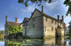 Omgett med vallgrav hus, Warwickshire Royaltyfri Bild