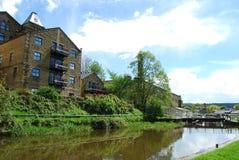 Omgezette molen bij Vijf Stijgingensloten in Bingley West-Yorkshire Stock Foto's