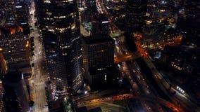 Omgivande flyg- längd i fot räknat av Los Angeles trafik på natten arkivfilmer