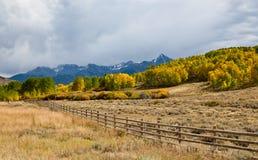 Omheining in de Bergen van Colorado Stock Fotografie