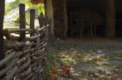 Omheining in het dorp Stock Foto