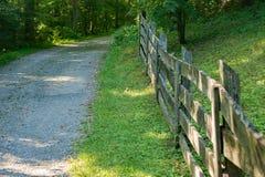 Omheining Line een Steeg van het Land in Blauw Ridge Mountains stock foto