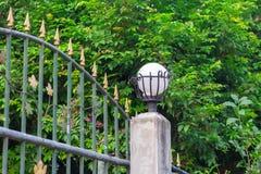 Omheining met lichten op omheining Royalty-vrije Stock Foto