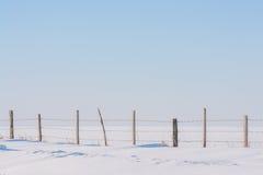 Omheining in Onaangeroerde Sneeuw Stock Foto's