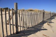 Omheining op het Duin van het Zand Stock Afbeeldingen