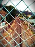 Omheining van treinsporen royalty-vrije stock fotografie