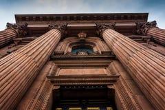 Omhoog bekijkend de voorzijde van een kathedraal in Philadelphia, Pennsylv Stock Afbeelding