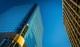 Omhoog bekijkend moderne gebouwen in Wilmington van de binnenstad, Delaware Stock Foto's