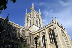 Omhoog bekijkend Southwark-Kathedraal, Southwark, Londen, het Verenigd Koninkrijk Stock Fotografie