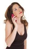 Omhoog eruit ziet de roze telefoon van de vrouw Stock Fotografie