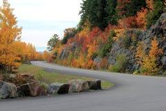 Omhoog genietend van de meningen van een buigende weg de berghelling Royalty-vrije Stock Foto