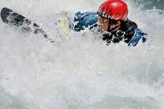 Omhoog geslikt in whitewater stock foto