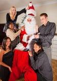 Omhoog het kleden van Kerstman voor Kerstmis Royalty-vrije Stock Foto