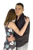 Omhoog knuffelend paar - man gezicht aan de camera stock fotografie