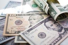omhoog sluiten bankbiljetten Amerikaanse dollars, honderd, vijftig, twintig, twee, één dollar, stock afbeelding