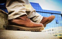 Omhoog sluiten de leer bruine laarzen royalty-vrije stock afbeelding