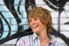 ευτυχείς νεολαίες αγ&omi Στοκ εικόνες με δικαίωμα ελεύθερης χρήσης