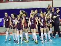 Omichka (鄂木斯克地区) -发电机(克拉斯诺达尔) 开始排球比赛 免版税库存图片
