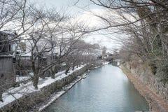 Omihachiman-Burggrabengehweg im Schnee Stockbilder