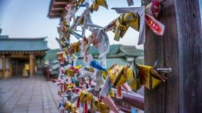 Omikuji giapponese, trovato ai santuari o alle tempie nel Giappone Immagini Stock Libere da Diritti