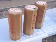 Omikuji japonais d'amour, fortune indiquant le bâton Image stock