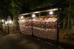 Omikuji lub fortunetelling papier przy Hakusan Sintoizm świątynią zdjęcie stock