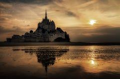Ominöse Dunkelheit an Le Mont Saint-Michel stockbild