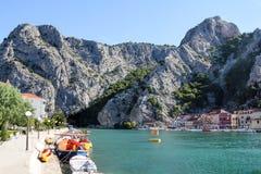 omis和采廷娜河风景在从小船的克罗地亚 图库摄影