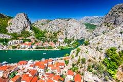 Omis,达尔马提亚,克罗地亚 免版税库存照片