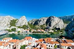 Omis - старый городок в Далмации, Хорватии Стоковое Изображение RF