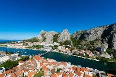 Omis -老镇在达尔马提亚,克罗地亚 免版税库存照片