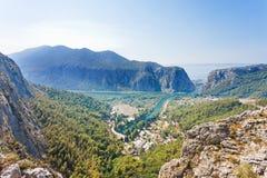 Omis, Kroatië - Mooi vooruitzicht op de stad van Omis in Kroatië royalty-vrije stock foto