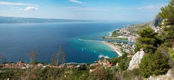 Omis met een deel van Omis Riviera Stock Foto's