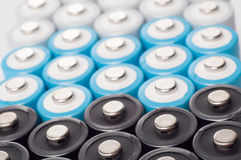 omladdningsbara aa-batterier Arkivbild