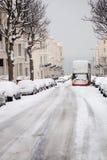 Omnibus abandonado invierno Inglaterra de la nieve de la calle Imagen de archivo libre de regalías