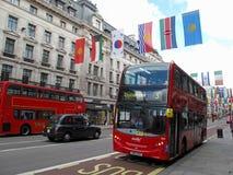 Omnibus de apilador doble en calle del regente Imagenes de archivo