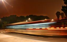 Omnibus de noche foto de archivo