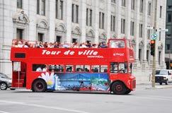 Omnibus de viaje del autobús de dos pisos en Montreal imagen de archivo