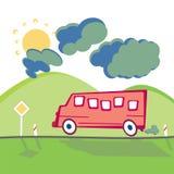 Omnibus en el camino de la montaña Fotos de archivo
