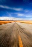 Omnibus par le désert Images stock