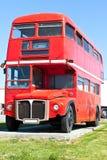 Omnibus rojo viejo del autobús de dos pisos de Londres Imagenes de archivo