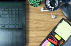 Omputer laptop mysz kaktus słuchawka i pióro obrazy royalty free