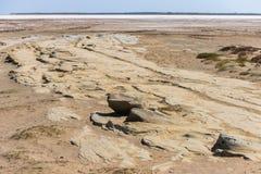 Område av den förtorkade salta sjön Alyki i sommar, ö Limnos arkivfoton