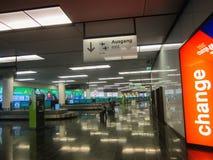Område för bagagereklamation på Wien den internationella flygplatsen, Österrike Fotografering för Bildbyråer