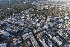 Område för Beverly Hills Wilshire Bl och rodeodrevaffär Aeri arkivbilder