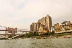 Område för flodstrand för upphängningbro av Bitan i Taiwan arkivfoto