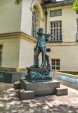 Område för galleria för Cesar Chavez staty västra av universitetsområdet på Texasuniversitetet på Austin Royaltyfria Bilder